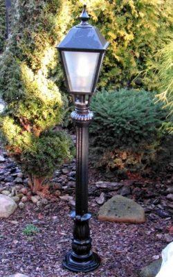 niska lampa ogrodowa retro