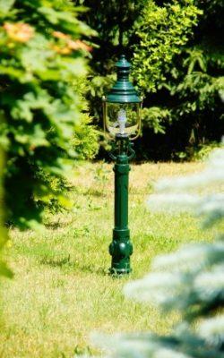 niska lampa ogrodowa