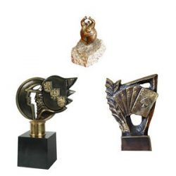 statuetki z odlewów mosiężnych lub aluminiowych