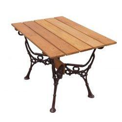 stół ogrodowy drewniany z ozdobnymi nogami